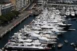 港に並ぶヨット