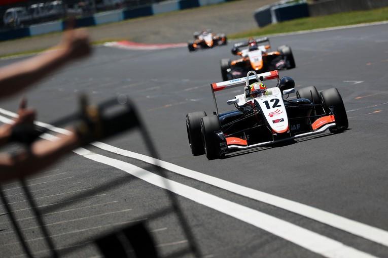国内レース他 | 全日本F3第9戦岡山:ポールスタートのパロウが逃げ切り今季3勝目