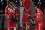2017年F1第6戦モナコGP 表彰台でのセバスチャン・ベッテルとキミ・ライコネン(フェラーリ)