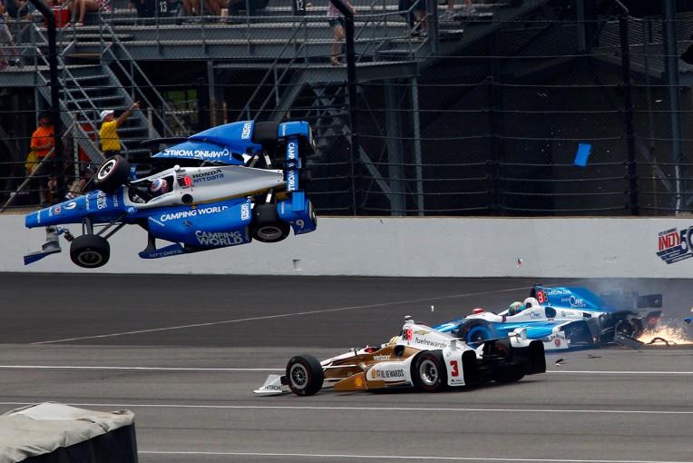海外レース他   インディ500で大クラッシュを喫したディクソン「みんなが大丈夫だったのでうれしい」