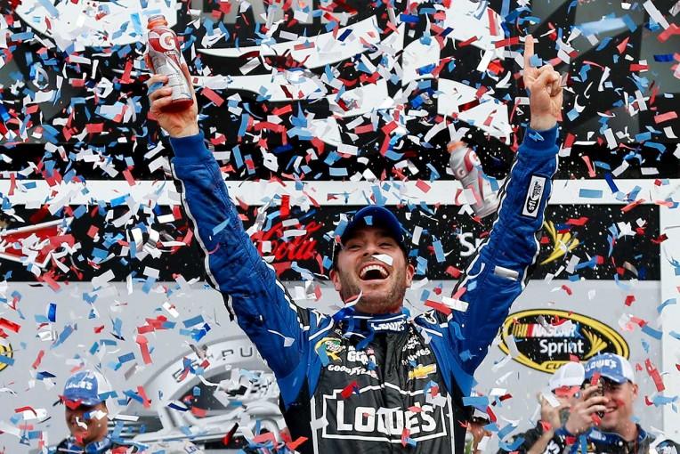 海外レース他 | NASCAR第13戦:トヨタ勢予選上位独占も優勝ならず。ジョンソンが残り2周で逆転