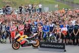 モタスポブログ | MotoGP現地トピックス:ムジェロを覆う黄色い煙。多くのライダーがヘイデンを追悼