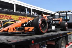 2017年F1第7戦カナダGP フェルナンド・アロンソ(マクラーレン・ホンダ)、10位フィニッシュ目前にしてリタイア