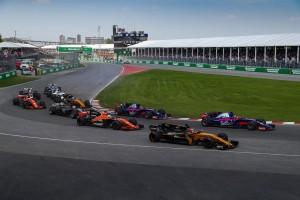 2017年F1第7戦カナダGP 決勝スタート直後のニコ・ヒュルケンベルグ(ルノー)