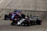 F1カナダGP ダニール・クビアトとバトルを繰り広げるケビン・マグヌッセン