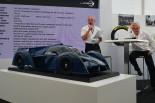 リジェJS P4の模型とフィル・アボット、ジャック・ニコレ