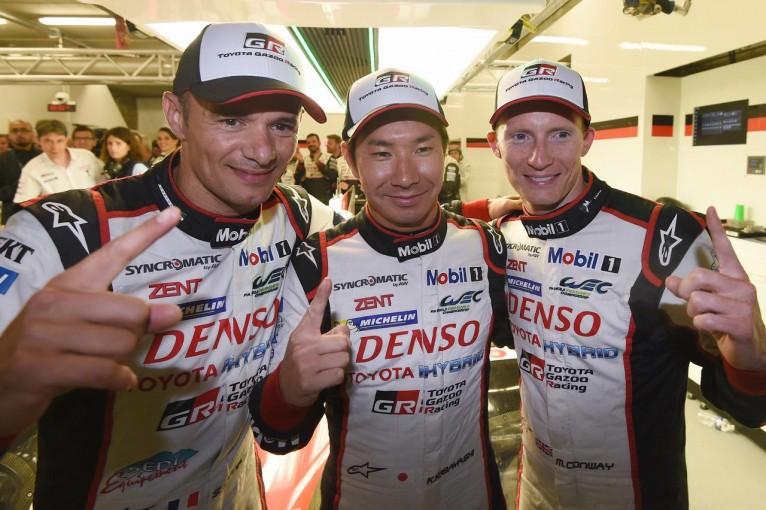 総合ポールポジションを獲得した7号車トヨタのS.サラザン、小林可夢偉、M.コンウェイ