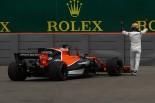 2017年F1第7戦カナダGP金曜 フェルナンド・アロンソ(マクラーレン・ホンダ)、トラブルでマシンをとめる