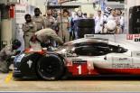 ル・マン24時間をリードする1号車ポルシェ919ハイブリッド