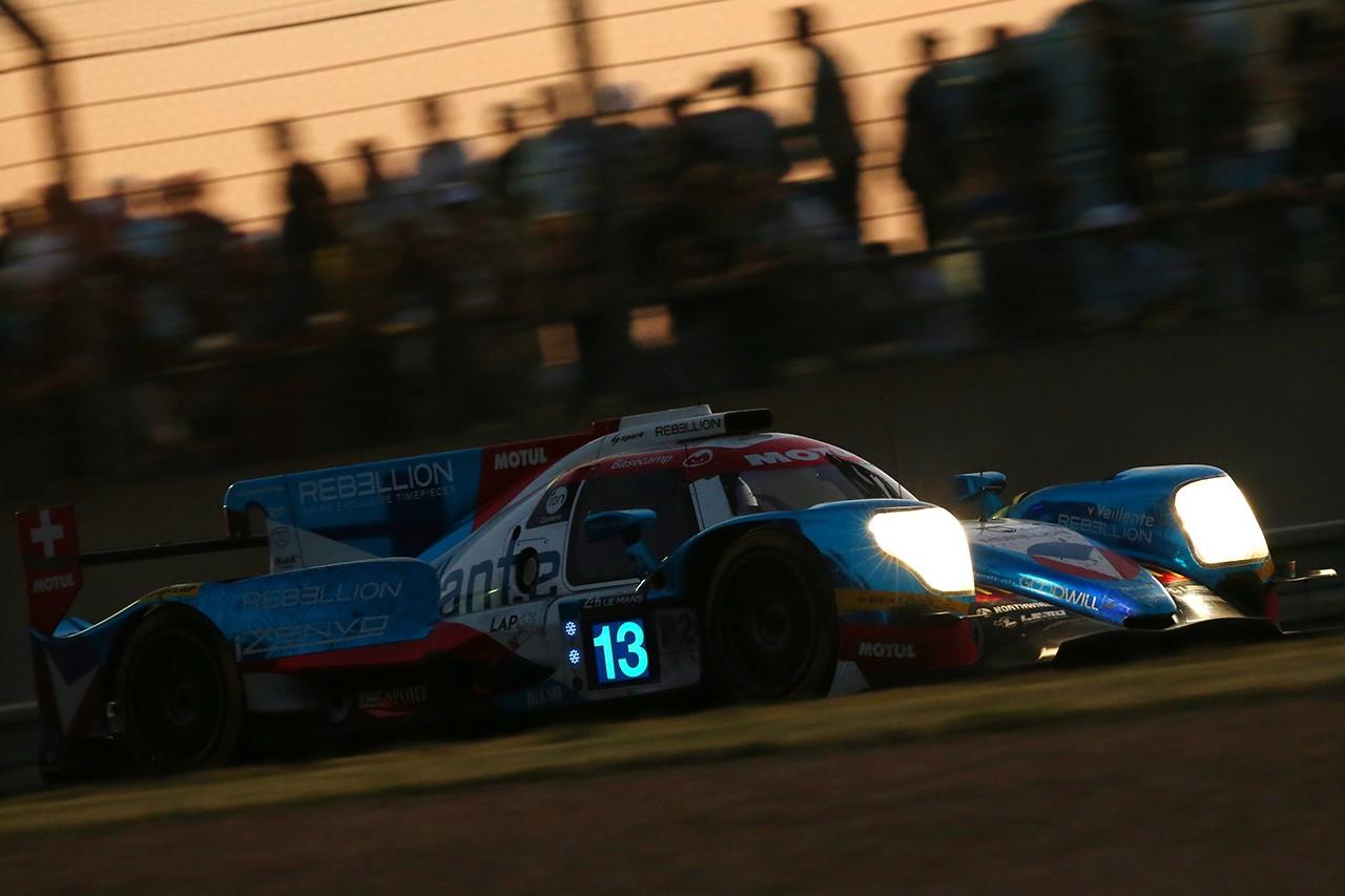 ル・マン24時間:レースは折り返し。1号車ポルシェがリードを築く