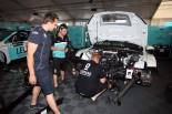 先週末のオーストリアで2台揃って大破したレパード・レーシング。修復は間に合わせたものの、ロブ・ハフはラジエタートラブルでレース1を落とす