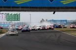 レース2のスタートでは3台が絡むアクシデントでセーフティカーが導入