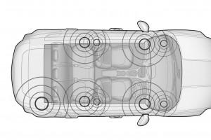レネゲード専用設計となる9スピーカーのオーディオ・システムを搭載