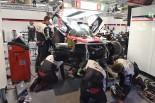フロントMGUのトラブルにより約2時間にわたる修復作業が行われた8号車トヨタTS050ハイブリッド