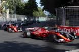 2017年F1第8戦アゼルバイジャンGP スタート直後のキミ・ライコネン(フェラーリ)とバルテリ・ボッタス(メルセデス)