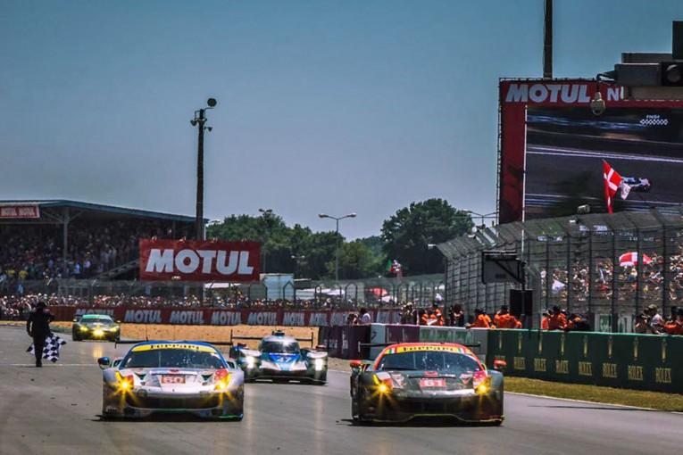 澤がドライブする61号車フェラーリは僚友の60号車フェラーリと並んでチェッカーを受けた