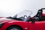 GLMが発表した樹脂製フロントウインドウ搭載のトミーカイラZZ試作車