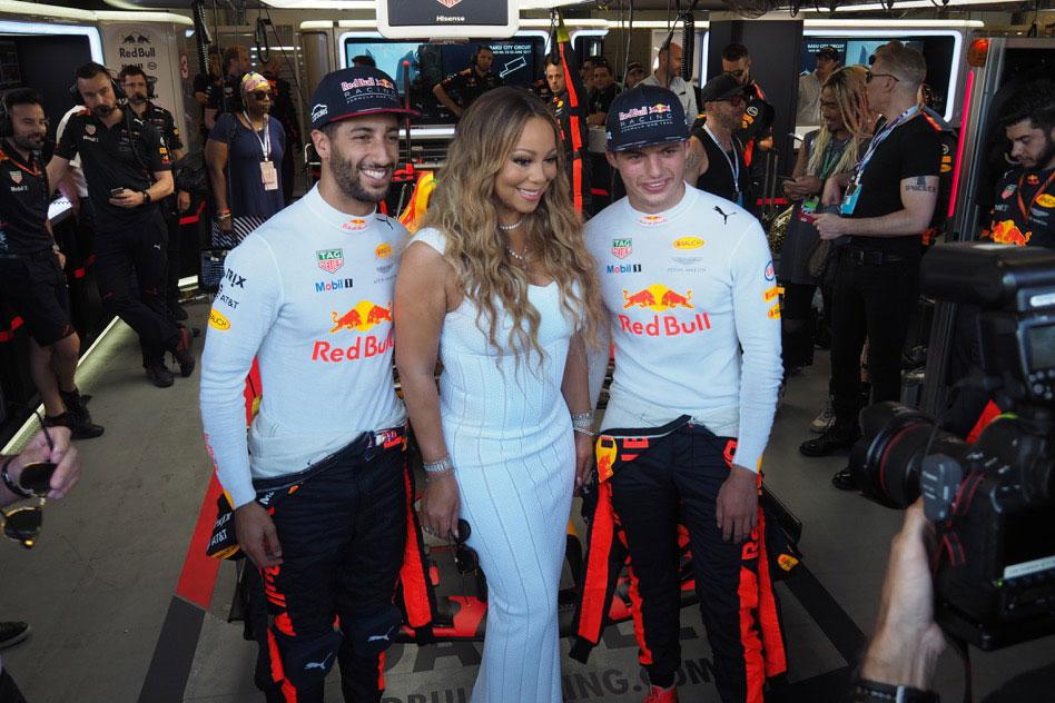 モタスポブログ | ガレージに訪れたマライヤ・キャリーにリカルドもちょっと緊張?@F1アゼルバイジャンGP 現地情報2回目