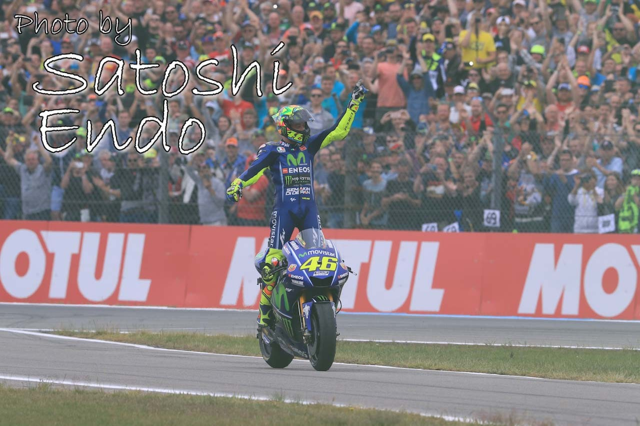 MotoGP現地トピックス:ビニャーレスの転倒にヒヤリ。ロッシがオランダGP通算10勝目を達成
