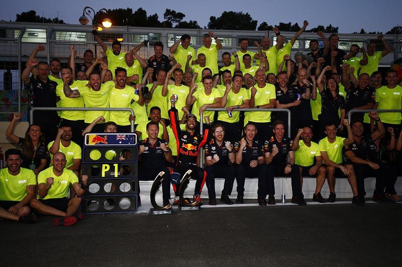 レッドブルF1、ライバルの脱落に助けられることなく2017年シーズン終了までにチームの能力に見合った優勝を目指す