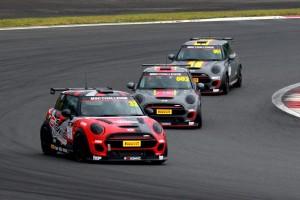 国内レース他 | イギリス発のワンメイクレース『MINI CHALLENGE』が日本上陸。富士でエキシビション開催
