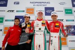 優勝したマキシミリアン・ギュンターと3位となった周冠宇