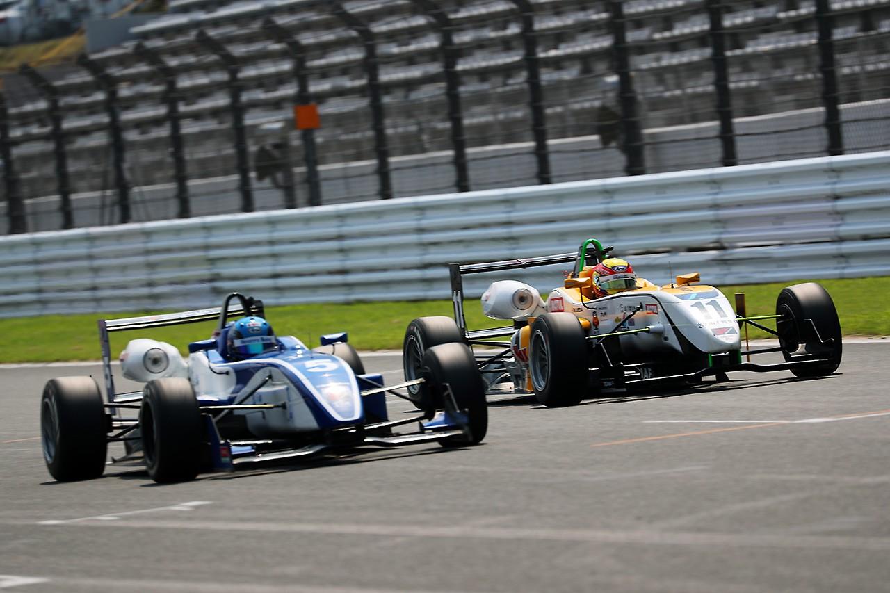全日本F3第12戦:1コーナーでトムス2台が接触の波乱。高星が今季7勝目を飾る