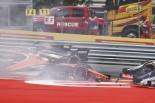 F1 | アロンソ、クビアトに追突されスタート直後にリタイア「ここでボウリングするなよ!」/F1オーストリア