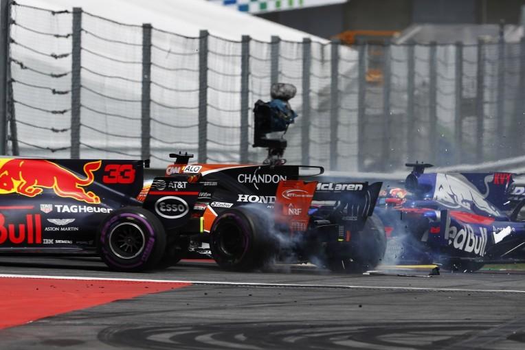 F1 | フェルスタッペン「トラブルの上にアクシデント。ツイてなさすぎて落ち込む…」レッドブル F1日曜