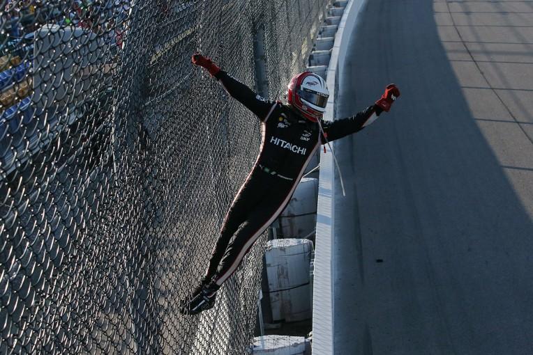 海外レース他   インディ第11戦:帰ってきたスパイダーマン! カストロネベスが3年ぶりの勝利