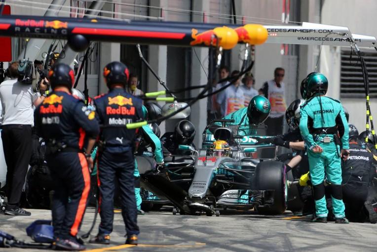 F1 | 【F1オーストリアGP無線レビュー】タイヤカスによるグリップ低下に苦しむドライバーたち