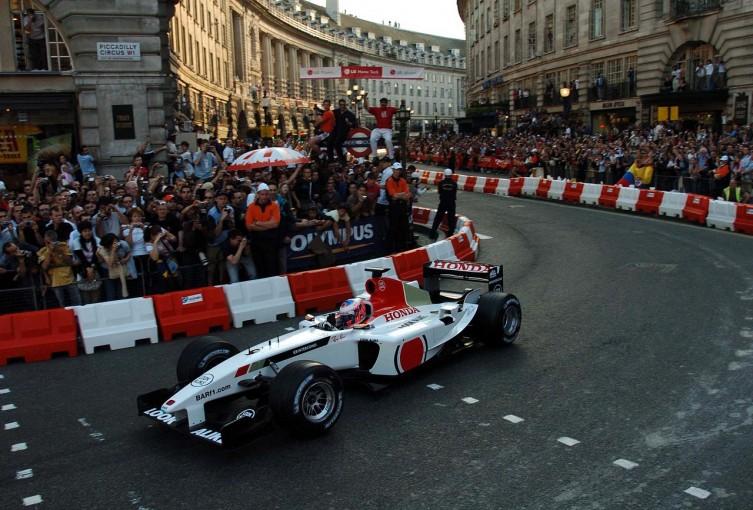 F1   【テレビ情報】ロンドンでのF1デモ走行イベントが日本で生中継。フジテレビNEXTで