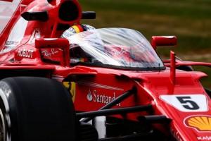 """2017年F1第10戦イギリスGP FP1でF1コクピット保護デバイス""""シールド""""をテストするセバスチャン・ベッテル"""