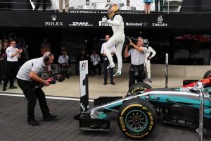2017年F1第10戦イギリスGP 優勝に歓喜するルイス・ハミルトン