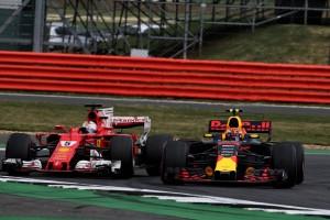 2017年F1第10戦イギリスGP セバスチャン・ベッテル(フェラーリ)とマックス・フェルスタッペン(レッドブル)