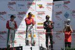 レース1でワン・ツー・フィニッシュを飾ったマーカス・アームストロングとユーリ・ビップス