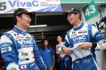 GT300クラスのポールポジションを獲得したVivaC 86 MCの山下健太(左)と松井孝允(右)