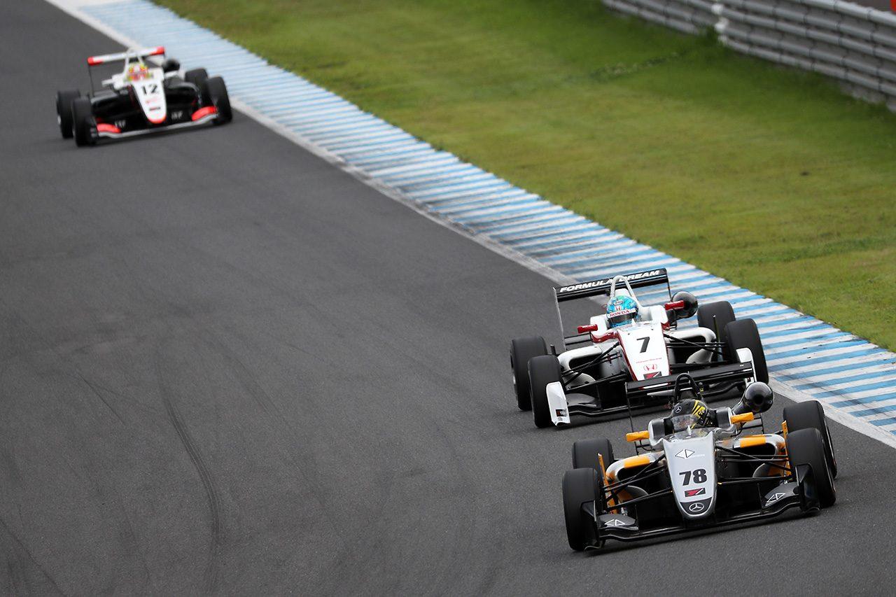 全日本F3第16戦もてぎ:坪井がもてぎでハットトリック。F3-Nは2位のDRAGONが王座決定