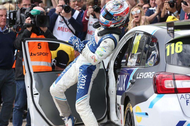 海外レース他 | BTCC:スバル・レヴォーグ2連勝も、ホンダ・シビックが最後に選手権首位奪還
