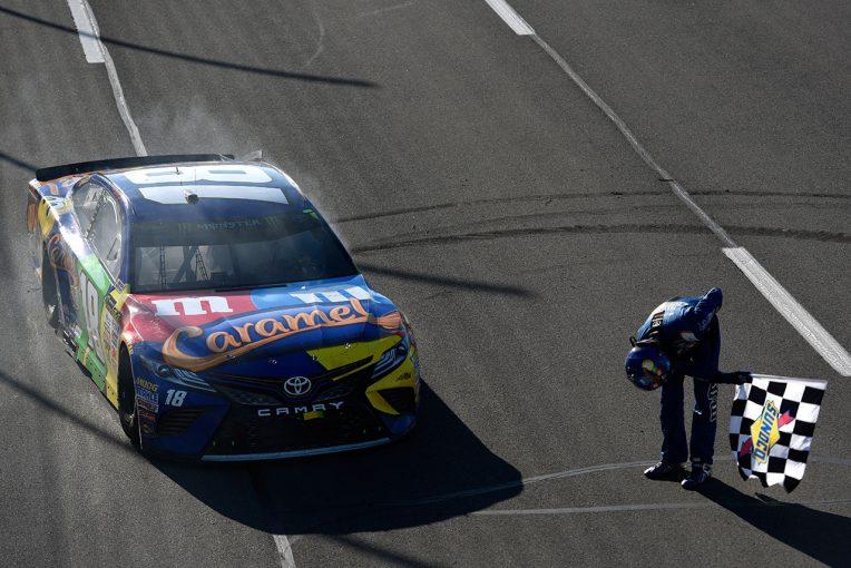 海外レース他   NASCAR第21戦:トヨタが通算100勝目。カイル・ブッシュが2017年初優勝飾る