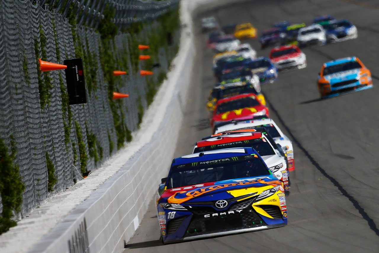 NASCAR第21戦:トヨタが通算100勝目。カイル・ブッシュが2017年初優勝飾る