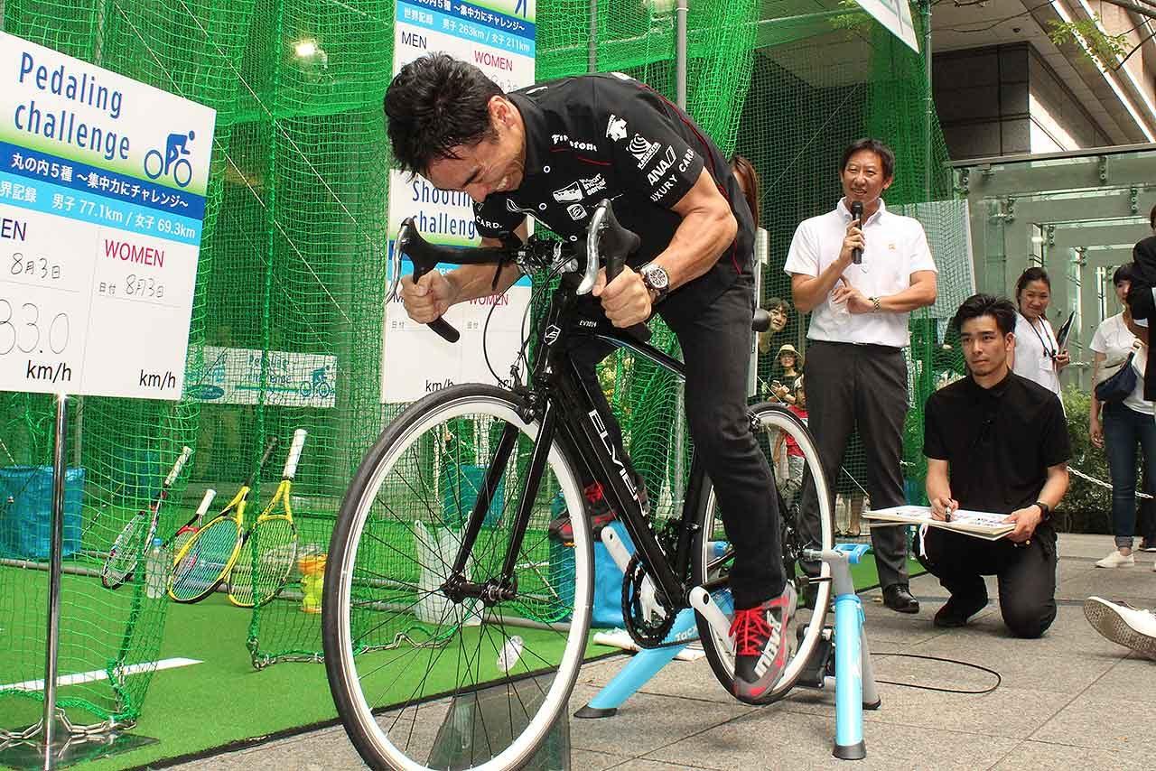 佐藤琢磨が丸の内のスポーツイベントに登場。カートデモ走行で会場を沸かす