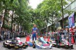 海外レース他 | 佐藤琢磨が丸の内のスポーツイベントに登場。カートデモ走行で会場を沸かす