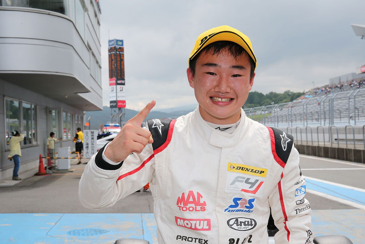 FIA-F4富士:笹原右京の猛追しのいだ角田裕毅と大湯都史樹が2017年シーズン2勝目