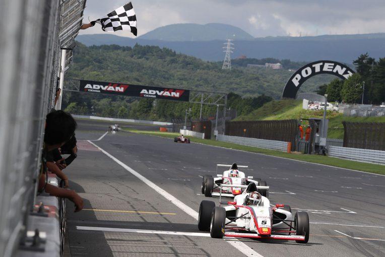 国内レース他 | FIA-F4富士:笹原右京の猛追しのいだ角田裕毅と大湯都史樹が2017年シーズン2勝目