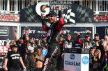 NASCAR第22戦を制したマーティン・トゥルーエクスJr.(トヨタ・カムリ)