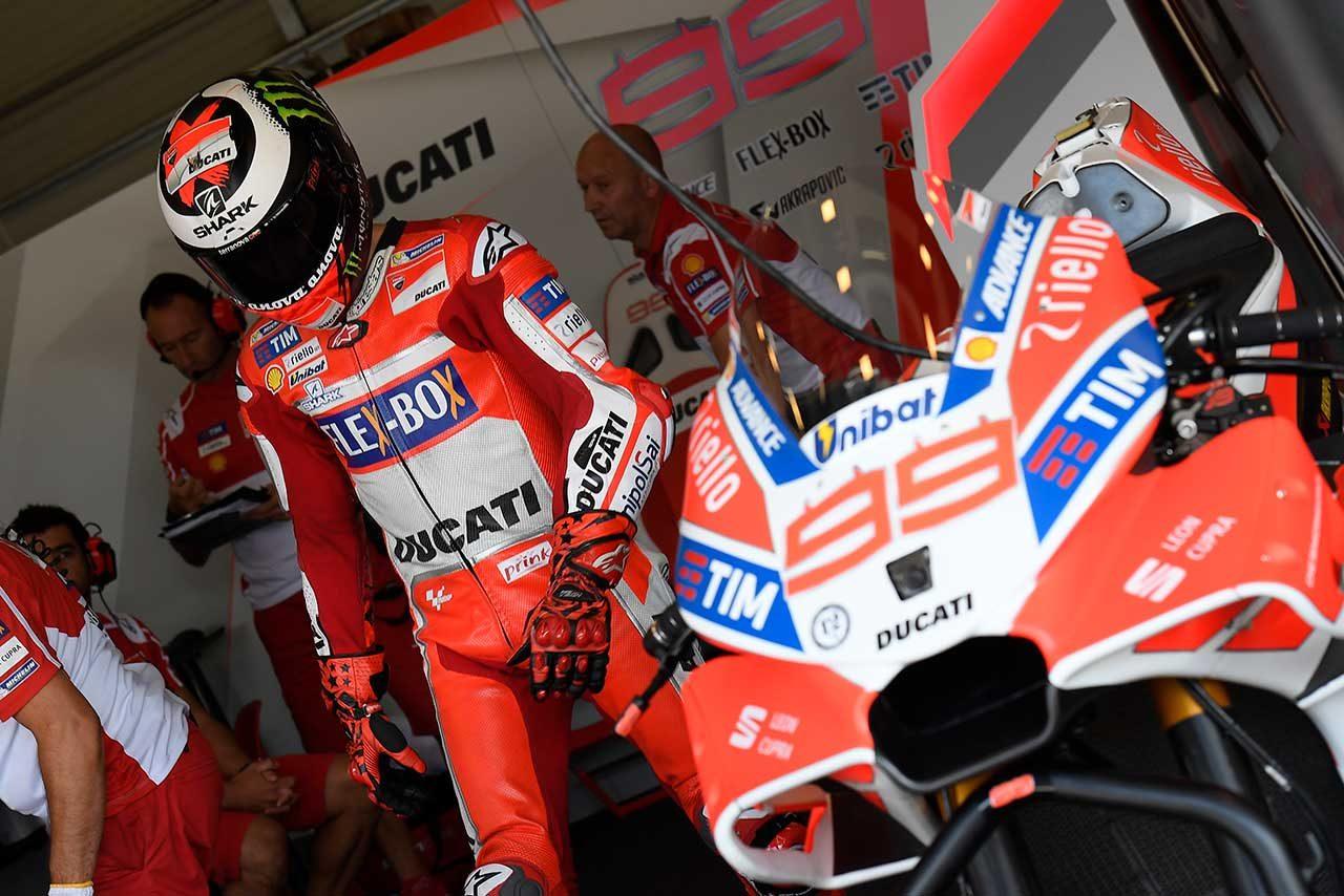 MotoGPブルノ公式テスト、ロッシが新型カウルのYZR-M1で走行