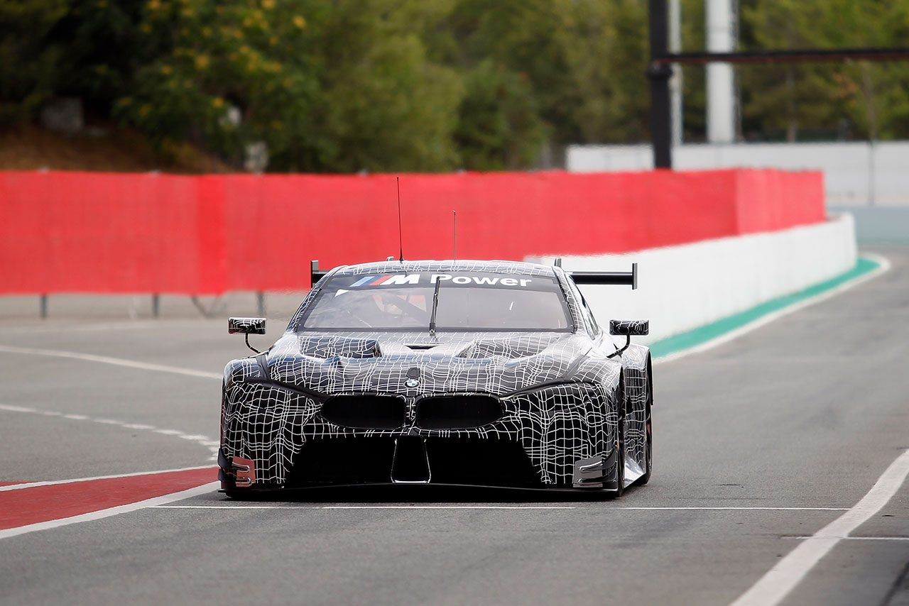 BMW、新型GTEマシン『M8 GTE』の開発進める。バルセロナで走行テスト実施