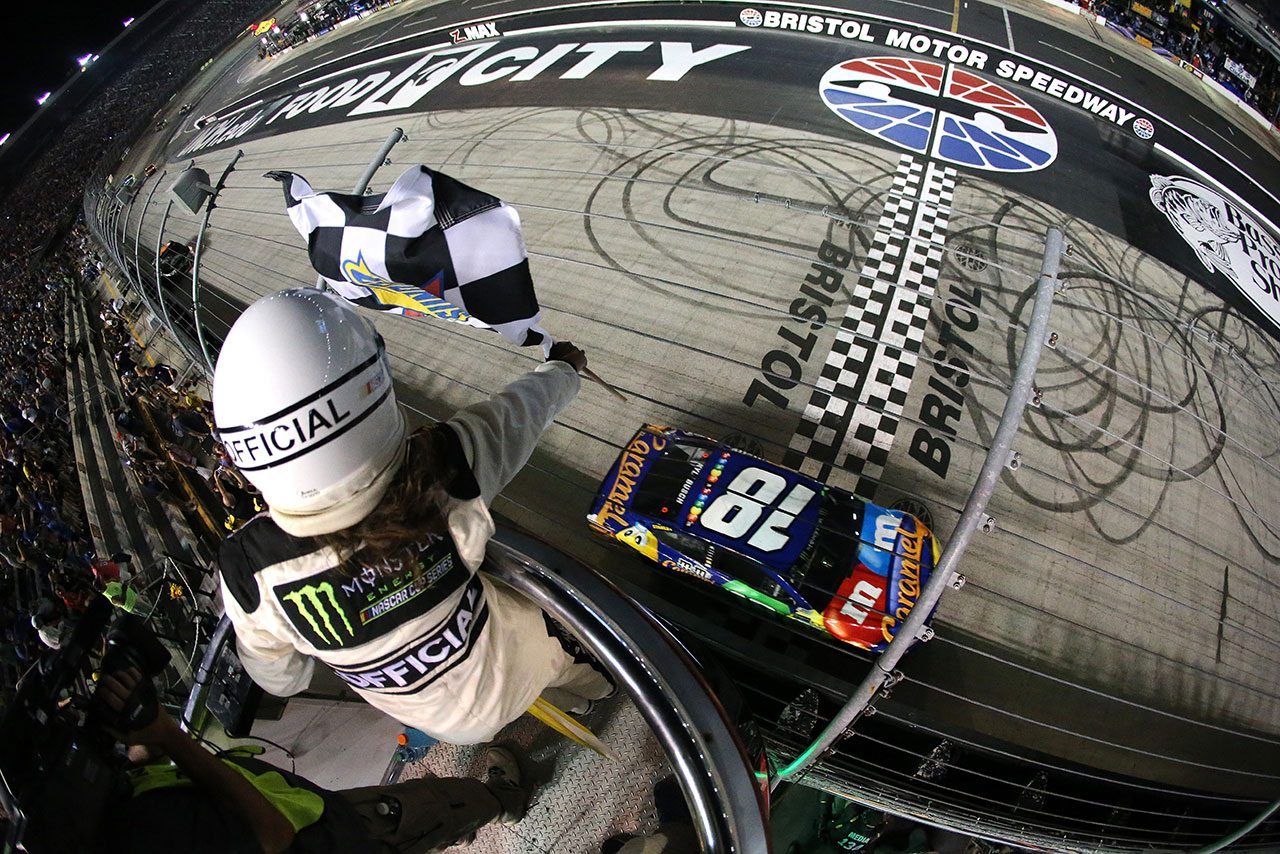 NASCAR第24戦:カイル・ブッシュがシリーズ初の偉業達成。トヨタはトップ4独占