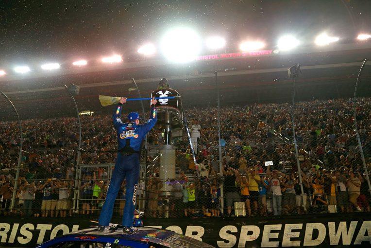 海外レース他 | NASCAR第24戦:カイル・ブッシュがシリーズ初の偉業達成。トヨタはトップ4独占